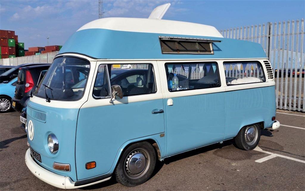 VW microbus deluxe 1972
