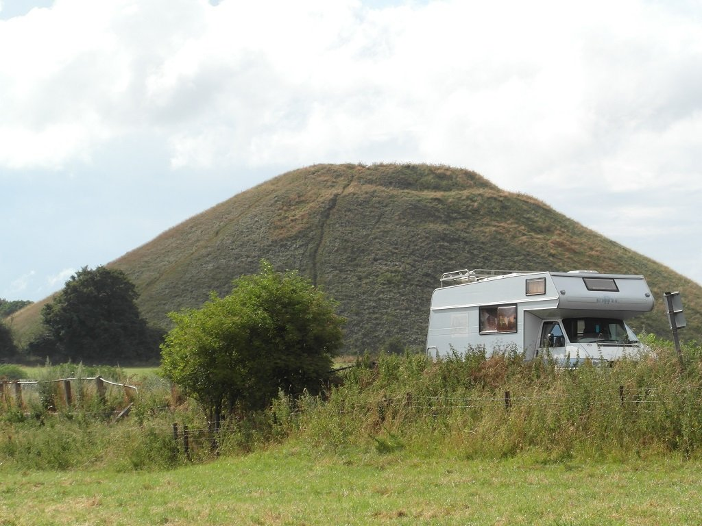 Vanlife Blog: Silbury Hill and an old motorhome
